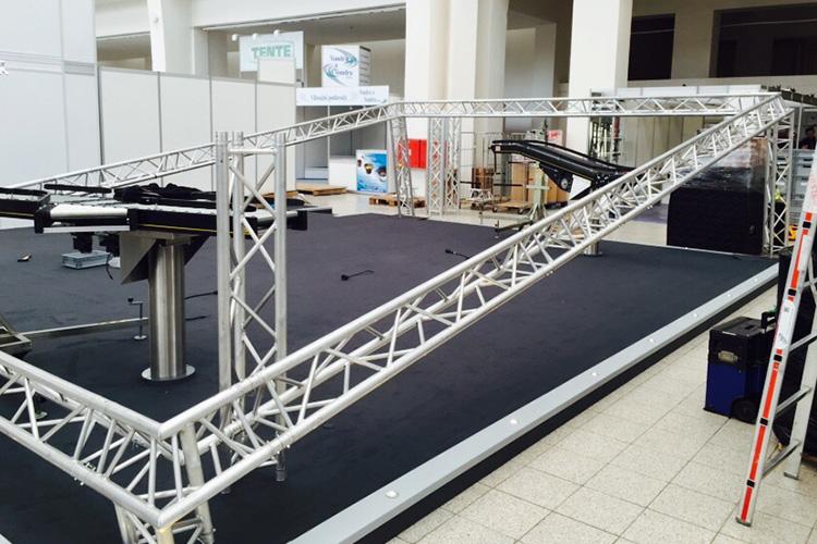 Service de construction pour l exposition expo for Construction de stand